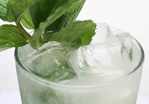 Il mojito, fatto con il rum bianco - uno dei cocktail più popolari al mondo